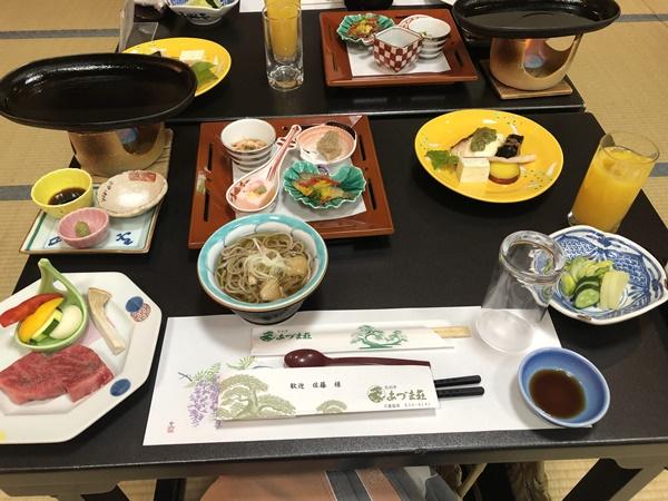 あづま荘の夕食